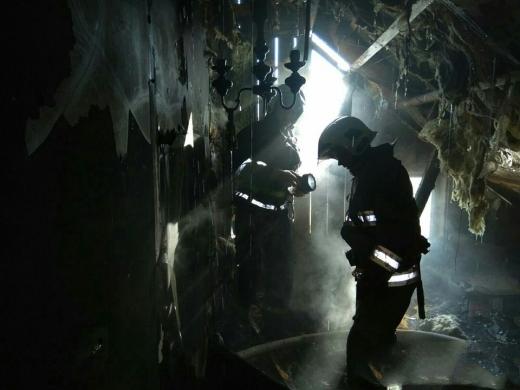 На Виноградівщині горів житловий будинок: працювали вогнеборці трьох підрозділів