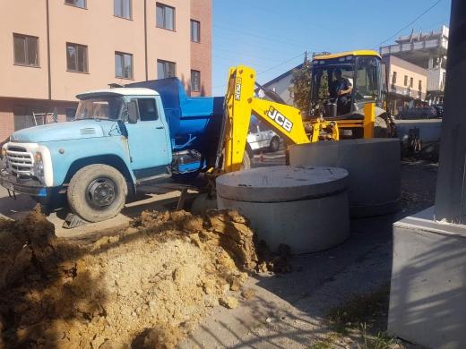 На одній із вулиць Ужгорода - ремонтні роботи