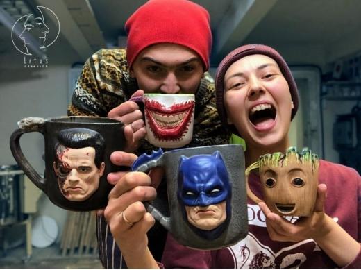 Халк, Джокер, Танос – на чашці: подружжя керамістів з Ужгорода створює посуд із героями відомих фільмів