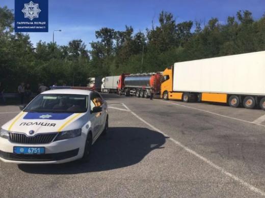 Черга із вантажівок утворилася на об'їзній Ужгорода