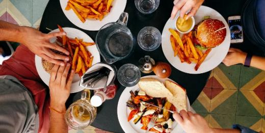До яких небезпечних наслідків призводить звичка швидко їсти