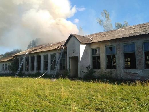 Масштабна пожежа на Закарпатті: горіли склади