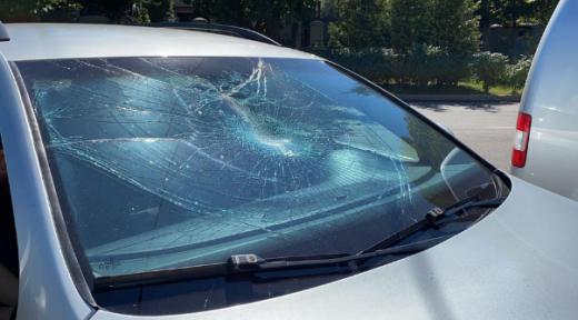 Чоловік пошкодив десять машин в Ужгороді