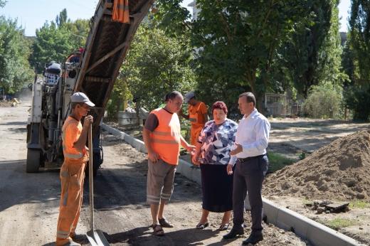 В Ужгороді продовжують відремонтовувати двори багатоповерхівок