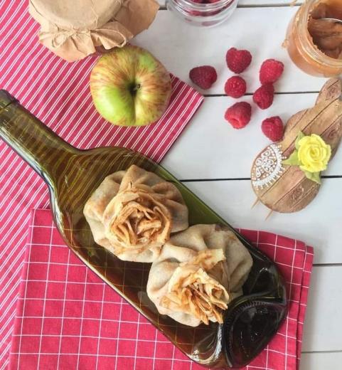Пара із Закарпаття виготовляє посуд із використаних пляшок