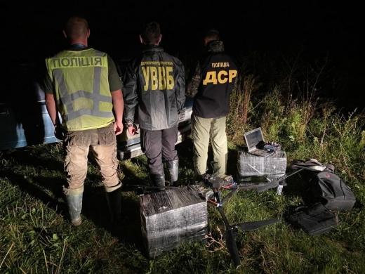 Поблизу кордону з Угорщиною контрабандисти переправляли тютюн квадрокоптером
