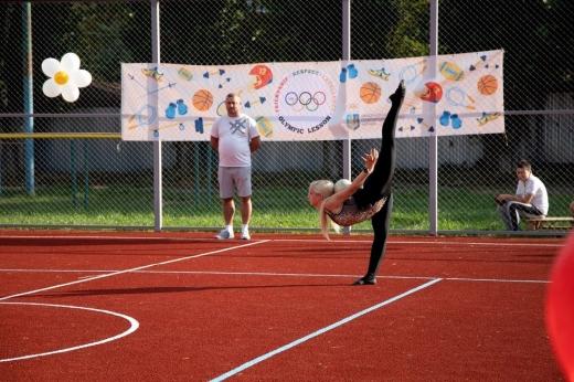 В Ужгороді збудували новий спортивний мультифункціональний майданчик
