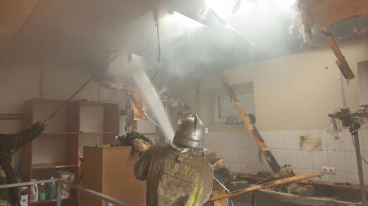 """Пожежа в ужгородському готельно-ресторанному комплексі """"Чарда"""": подробиці і фото від рятувальників"""