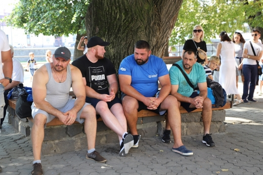 В Ужгороді змагаються силачі