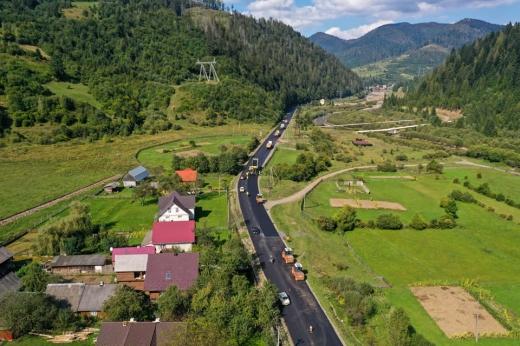 Дорогу, що з'єднує край з Івано-Франківщиною, ремонтують на Закарпатті