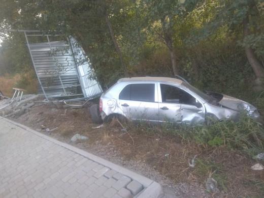 Автомобіль протаранив автобусну зупинку біля Мукачева