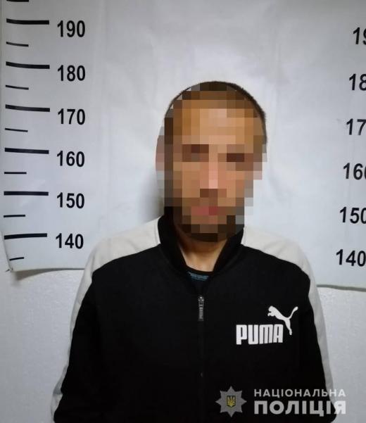 У Берегові зухвало пограбували чоловіка: серед нападників була жінка