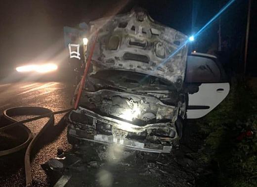 На автодорозі Воловець-Міжгір'я загорівся автомобіль: деталі