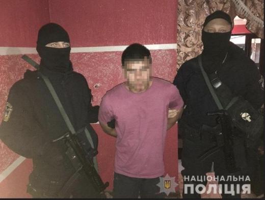 На Ужгородщині під час затримання злочинець стріляв у поліцейського
