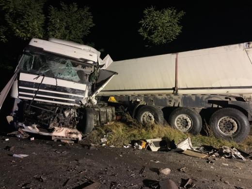 На Хустщині зіткнулись мікроавтобус та вантажівка: двоє чоловіків загинуло і двоє травмованих (ФОТО)