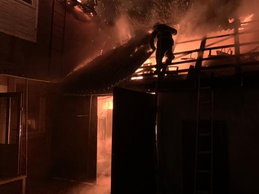 У Хусті горіла літня кухня та двоповерховий житловий будинок
