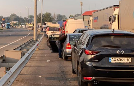 Ситуація на закарпатських пунктах пропуску: на кордоні з Угорщиною - більше трьох сотень автівок