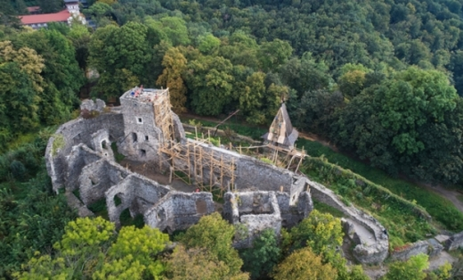У Невицькому замку реконструювали дах однієї із веж