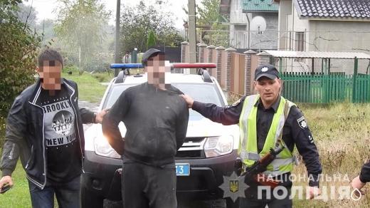 На Ужгородщині поліція затримала озброєних чоловіків, які пограбували будинок