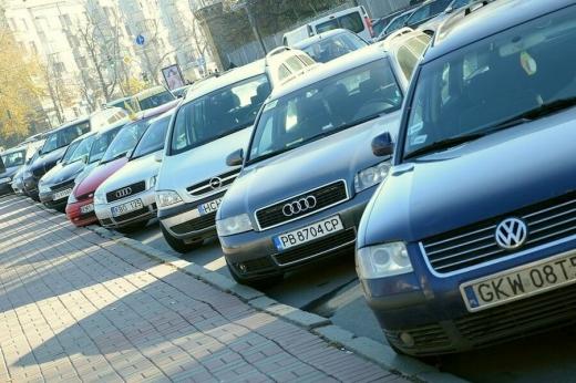 """Власники """"євроблях"""" не можуть вивезти авто та платять штрафи по 170 тисяч"""