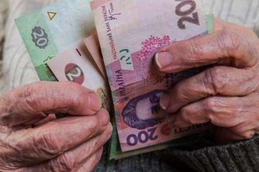 Шмигаль заявив, що в Україні перестануть платити пенсії: коли, чому й що робити