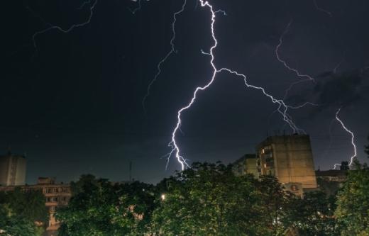 Дощі з грозами насуваються на Закарпаття: попедження синоптиків