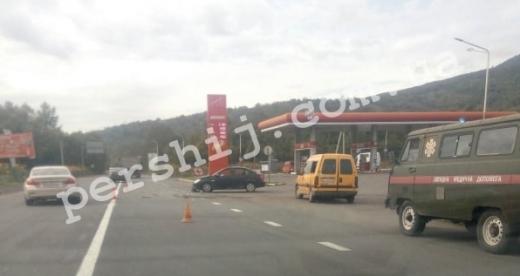 Аварія за участі кількох автівок сталася на Закарпатті: рух ускладнено