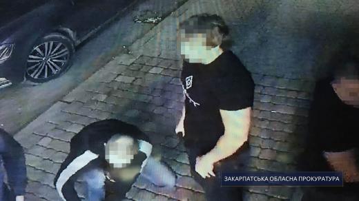 Закарпатець вистрілив у місцевого мешканця через ревнощі: молодик перебуває під вартою