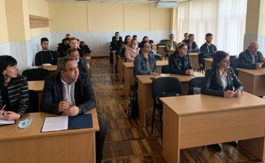 """В УжНУ провели круглий стіл на тему """"Ярмарок вакансій"""""""