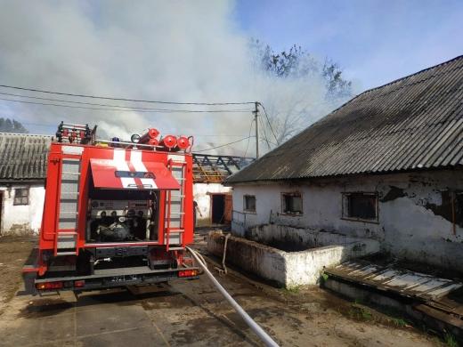У Виноградові горів будинок-інтернат, вогнеборці врятували від знищення будівлі дитсадка