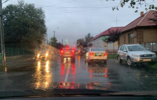 Автопригода сталася на Закарпатті: поблизу лікарні зіштовхнулися дві автівки