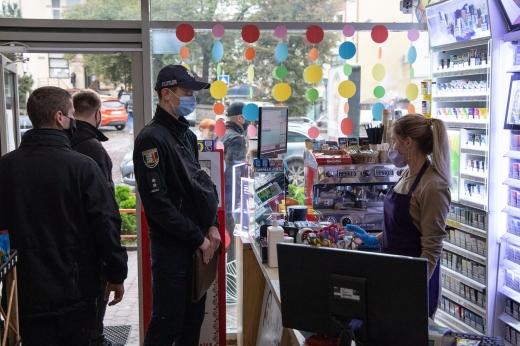 Ужгородські поліціянти перевіряли дотримання умов карантину: де та коли