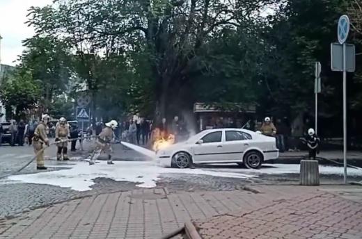 """У Виноградові під час руху загорілась """"Skoda oktavia"""" (ФОТО)"""