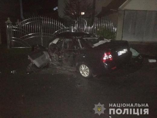На Тячівщині автомобіль зіткнувся з бетонним містком та перекинувся: внаслідок ДТП загинула 42-річна жінка