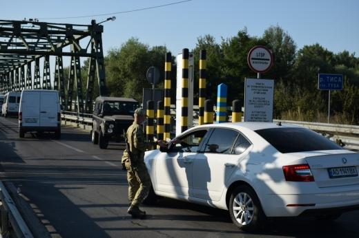 На кордоні з Угорщиною обмежать рух транспорту