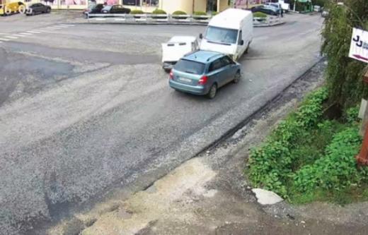 Аварія за участі легкової автівки та мікроавтобуса сталася на Закарпатті