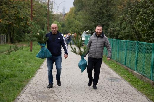 В Ужгороді висадили 1500 дерев (ФОТО)