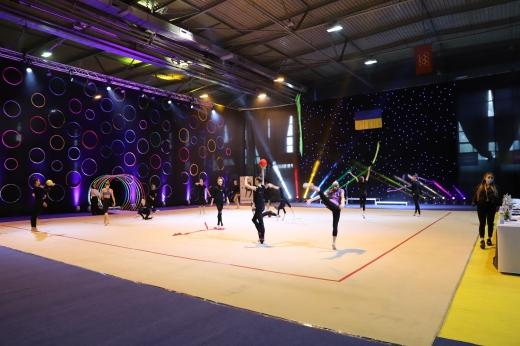 Квиток на чемпіонат Європи: в Ужгороді тривають видовищні змагання з художньої гімнастики