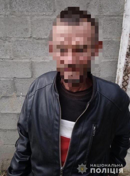 Проник до будинку та вкрав телефон: в Мукачеві затримали зловмисника
