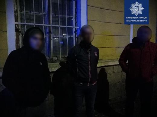 Вночі в Ужгороді зловмисники чіплялися до перехожих і погрожували ножем