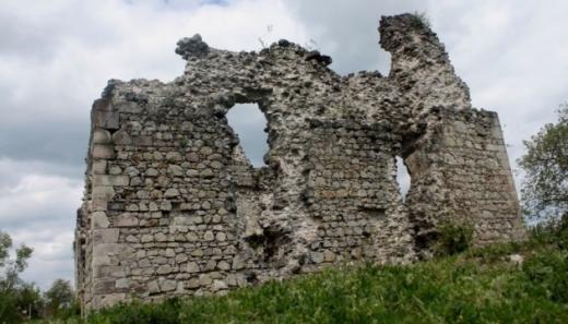 """Слідами тамплієрів: на Ужгородщині презентували арт-об'єкт """"Середнянський замок"""""""