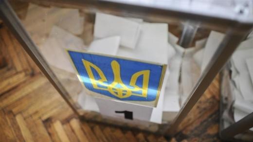В Ужгороді на дільниці виявили на столі порожні бланки протоколів із підписами членів ДВК та штампом