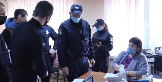 В Ужгороді, на дільниці в гуртожитку № 4, виявили порушення в оформленні протоколів про підсумки виборів