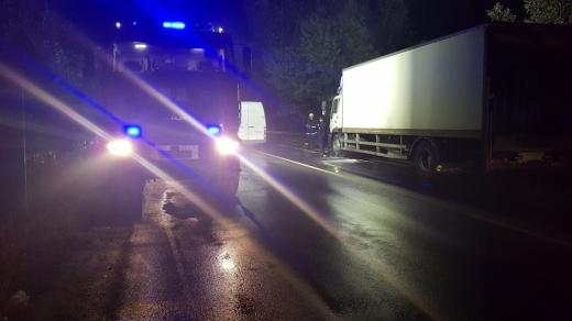 На Свалявщині на ходу загорілась вантажівка