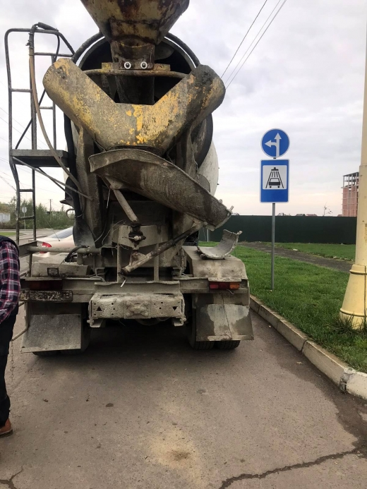 Розлив бетон - плати штраф: в Ужгороді виявили чергового водія-порушника