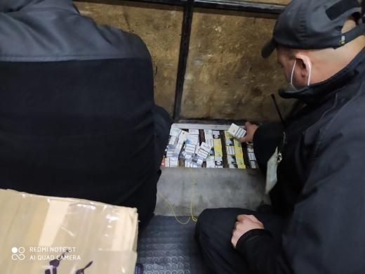 Віз до Італії заробітчан разом з контрабандою: на Закарпатті виявили порушника