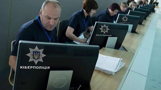Незаконно перепрошивали техніку: на Закарпатті викрили кібер-піратів