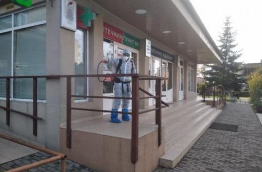 Вулиці Виноградова почали масово дезінфікувати (ФОТО)
