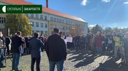 В Ужгороді підприємці та батьки дошкільнят і школярів протестують проти суворих карантинних обмежень (ФОТО)
