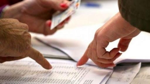 В Ужгороді виборець хотів проголосувати, показавши документи у додатку